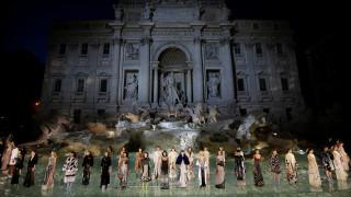 Ο οίκος Fendi υποκλίνεται στη γοητεία της Αιώνιας Πόλης για τα 90 χρόνια ιστορίας του