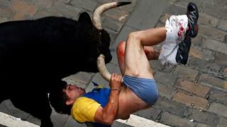Τρεις τραυματίες από το έθιμο με τους ταύρους στην Παμπλόνα