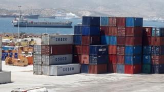 Παρακάμπτει την Ελλάδα λόγω απεργιών η Cosco