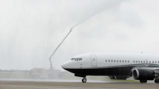 Επιβατικό αεροπλάνο προσγειώνεται κατά λάθος σε στρατιωτική βάση