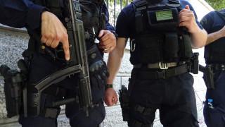 Δέκα συλλήψεις από την έφοδο της ΕΚΑΜ στα Εξάρχεια
