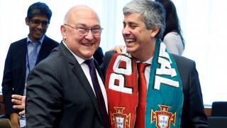Ο υπουργός Οικονομικών της Πορτογαλίας πανηγυρίζει για το Euro στο Eurogroup