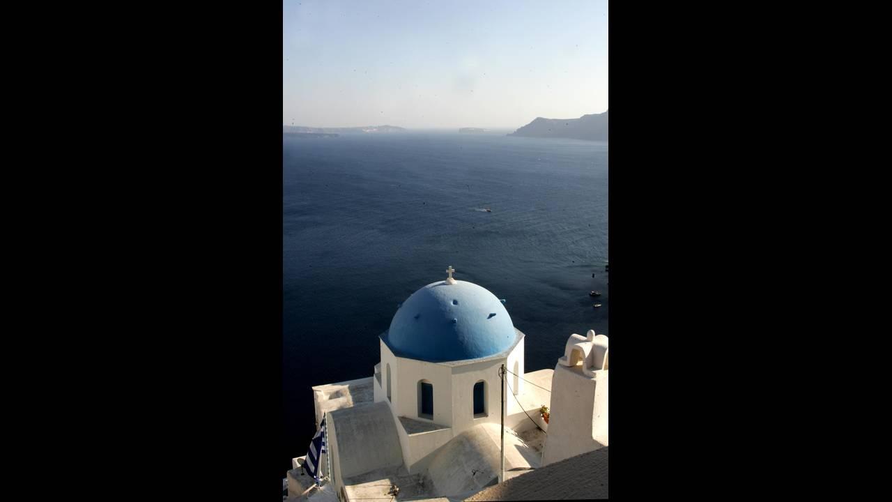 https://cdn.cnngreece.gr/media/news/2016/07/14/39287/photos/snapshot/santorini-eurokinissi-zontanos.jpg