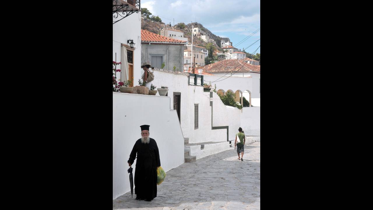 https://cdn.cnngreece.gr/media/news/2016/07/14/39287/photos/snapshot/ydra-eurokinissi.jpg