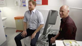 Ο πρίγκιπας Χάρι συνεχίζει τη σταυροφορία της Νταϊάνα ενάντια στο AIDS μέσω Facebook