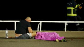 Πανικός στη Νίκαια της Γαλλίας – Φορτηγό έπεσε πάνω σε πλήθος