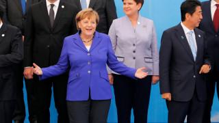 Μέρκελ: Στο πλευρό της Γαλλίας στη μάχη κατά της τρομοκρατίας