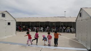 Μουζάλας: «Έχουμε αργήσει για επτά νέα στρατόπεδα, θα βιαστούμε»