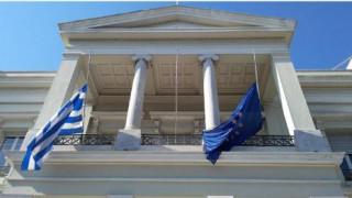 Επίθεση Νίκαια: Μεσίστιες οι σημαίες σε όλα τα δημόσια κτήρια