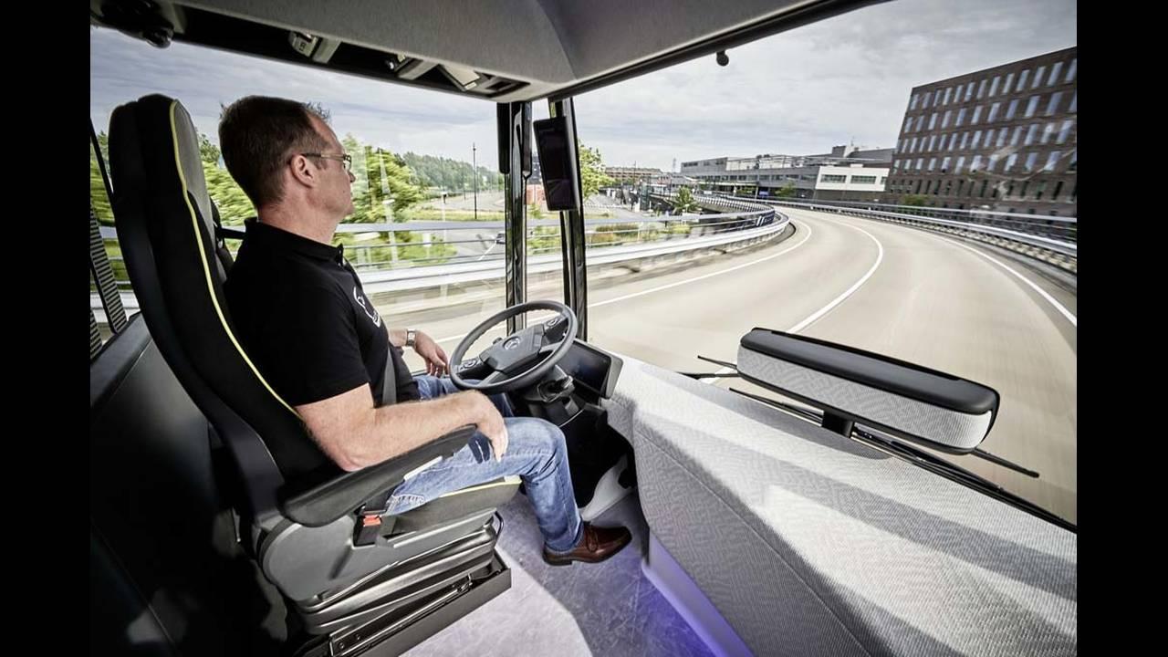 https://cdn.cnngreece.gr/media/news/2016/07/19/39927/photos/snapshot/mercedes-benz-future-bus-17.jpg