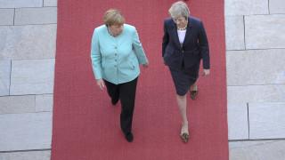 Μέρκελ - Μέι: Το... ματς με φόντο το Brexit
