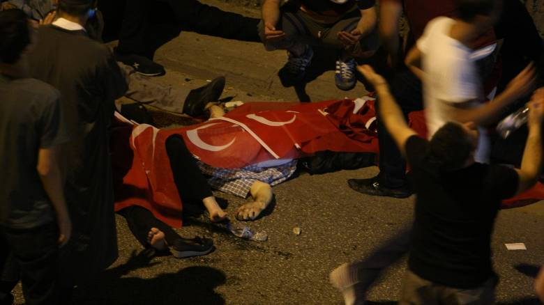 Βίντεο - σοκ: Στο ψαχνό κατά πολιτών το βράδυ του πραξικοπήματος στην Τουρκία