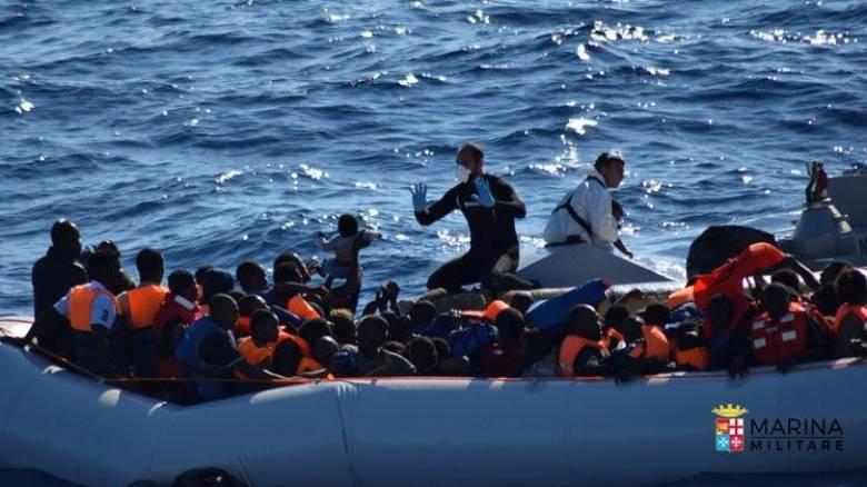 Ιταλία: Νεκροί βρέθηκαν 21 γυναίκες και ένας άνδρας σε λέμβο με 200 πρόσφυγες