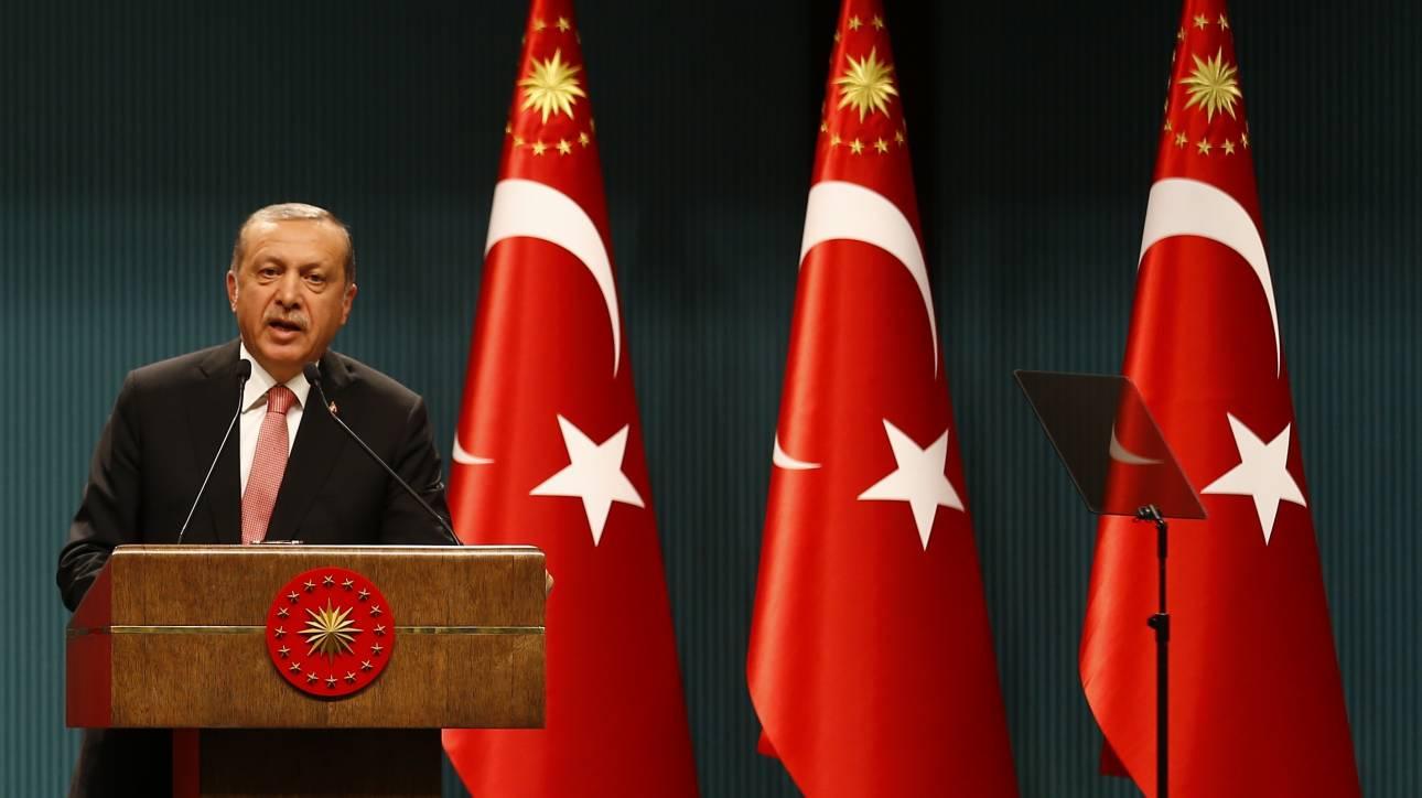 Το μεταμεσονύχτιο μήνυμα του Ερντογάν στα κινητά των Τούρκων πολιτών