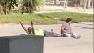 Βίντεο σοκ: Αστυνομικοί στις ΗΠΑ πυροβολούν Αφροαμερικανό που προσπαθούσε να βοηθήσει τον ασθενή του