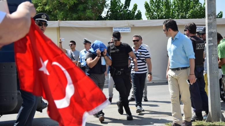 Καυγάς για τις δηλώσεις Βίτσα για τους 8 Τούρκους στρατιωτικούς