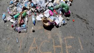 «Μνημείο μίσους»: Σκουπίδια και πέτρες στο σημείο όπου έπεσε νεκρός ο μακελάρης της Νίκαιας