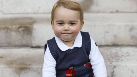 O πρίγκιπας Τζορτζ έχει γενέθλια. Το λεύκωμα των τριών χρόνων της γαλαζοαίματης ζωής του