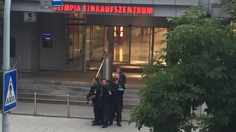 Πυροβολισμοί σε εμπορικό κέντρο στο Μόναχο (vid)