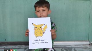 Σπαρακτικό μήνυμα από τα παιδιά της Συρίας: Κρατούν εικόνες με Πόκεμον και ζητούν την προσοχή μας