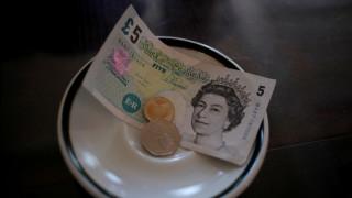 Πληθαίνουν οι ενδείξεις ύφεσης στη Βρετανία