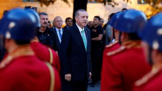 Με προεδρικό διάταγμα «σαρώνει» ο Ερντογάν το δίκτυο Γκιουλέν