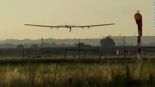 Τον γύρο του κόσμου ολοκληρώνει το ηλιακό αεροπλάνο