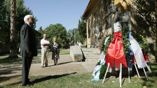 Στεφάνι στην προτομή του Μουστακλή κατέθεσε ο Πρόεδρος της Δημοκρατίας