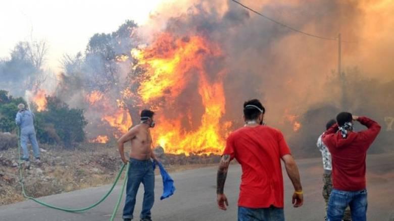 Πύρινος εφιάλτης στη Χίο - Αγωνία για τη νύχτα