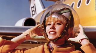 Ταξίδι στο χρόνο: Οι ωραιότερες vintage στολές αεροσυνοδών