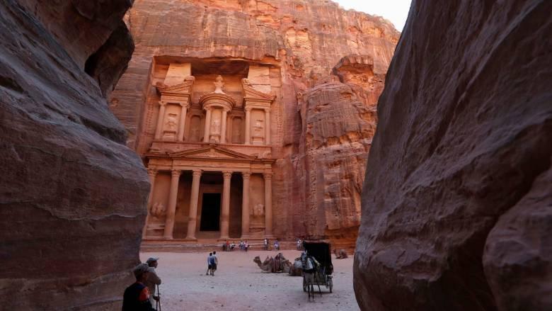 Πέτρα - Ιορδανία: Η πόλη που σμίλεψαν οι Ναβαταίοι στους βράχους  (pics)