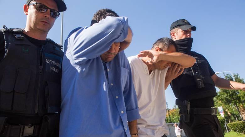 Στην επιτροπή ασύλου οι 8 Τούρκοι - Τι είπε η δικηγόρος τους στο CNN Greece λίγο πριν καταθέσουν