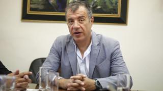 Στ. Θεοδωράκης: Το σύνταγμα δεν αλλάζει με φιέστες