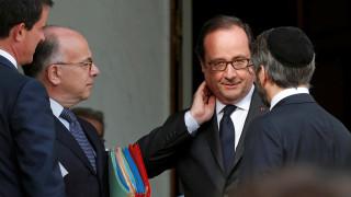 Σε κατάσταση σοκ η Γαλλία - Συνάντηση Ολάντ με θρησκευτικούς ηγέτες