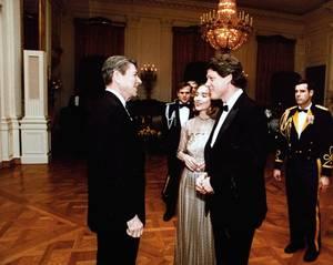 Οι Κλίντον συναντούν τον πρόεδρο Ρίγκαν τον Μάρτιο του 1983.