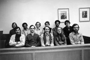 Η Χίλαρι (κάτω δεξιά) και συμφοιτητές της στο Yale, 1973.
