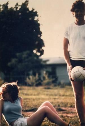 Η Χίλαρι και ο Μπιλ παίζουν βόλει, Fayettevile, 1975