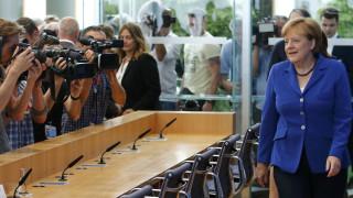 Δεν αλλάζει η Μέρκελ την προσφυγική πολιτική της παρά τις επιθέσεις