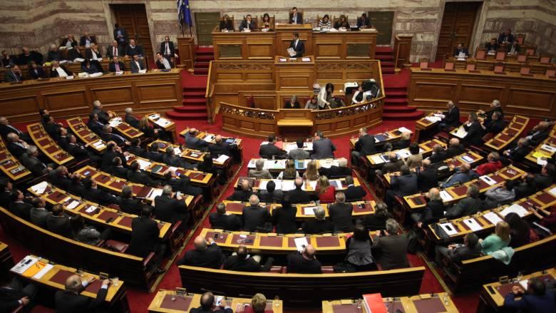 Καυγάς για το τσουνάμι τροπολογιών στη Βουλή