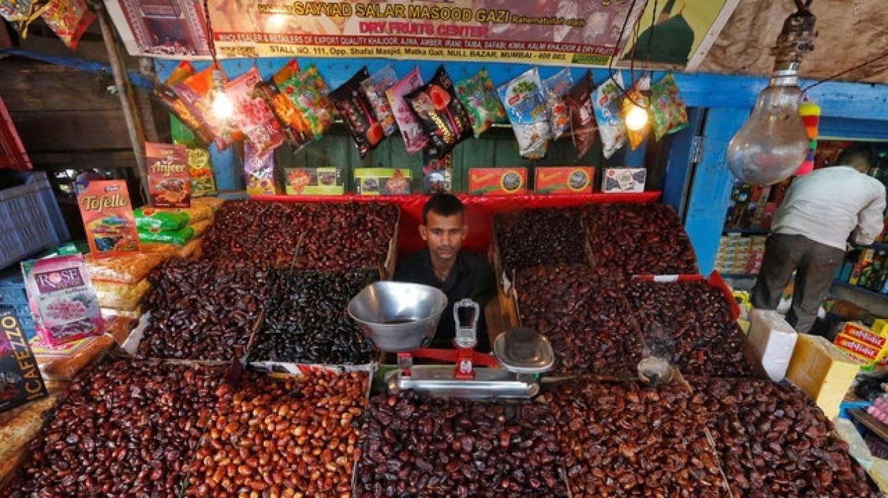 Ινδία: Μπακάλης σκότωσε ζευγάρι για 20 λεπτά του ευρώ