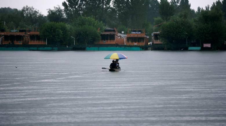 Ινδία: 2 εκατ. άνθρωποι εγκατέλειψαν τα σπίτια τους από τις σαρωτικές πλημμύρες