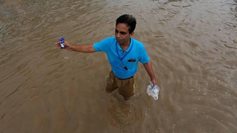 Δεκάδες νεκροί από πλημμύρες στην Ινδία
