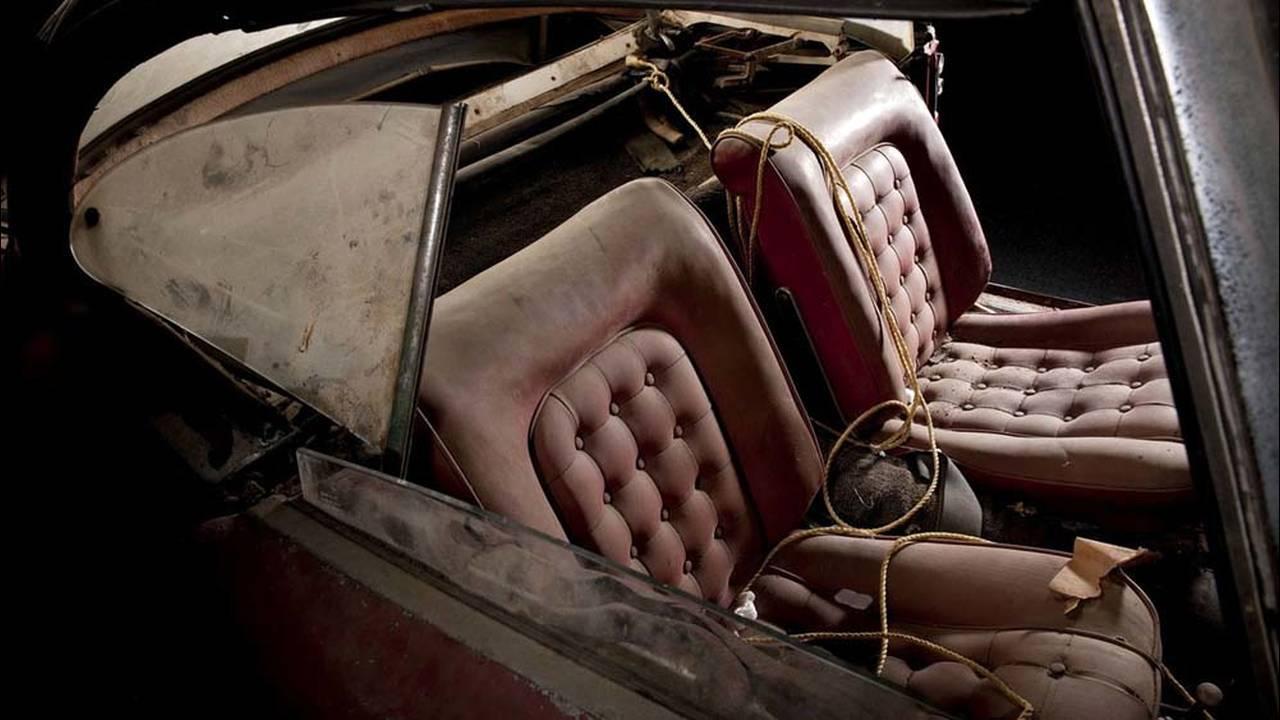 https://cdn.cnngreece.gr/media/news/2016/07/31/41234/photos/snapshot/1957-bmw-507-roadster-elvis-presley-12.jpg