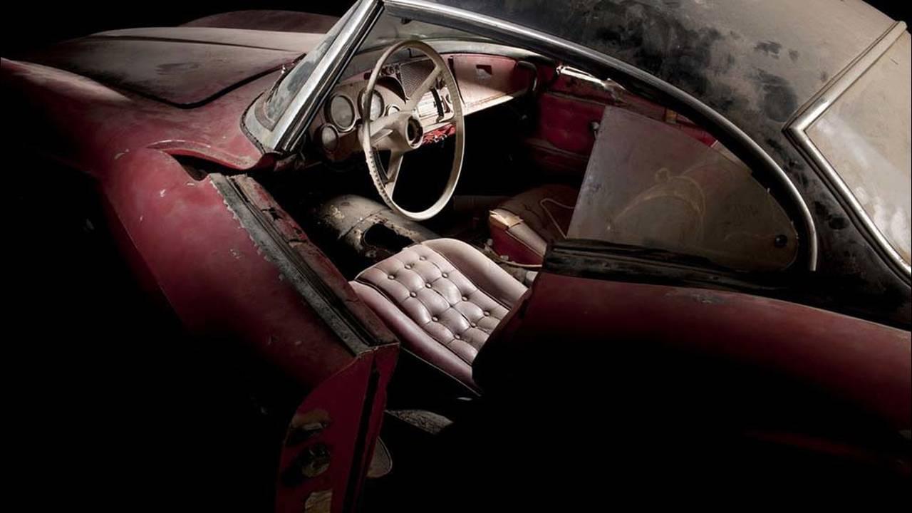 https://cdn.cnngreece.gr/media/news/2016/07/31/41234/photos/snapshot/1957-bmw-507-roadster-elvis-presley-20.jpg