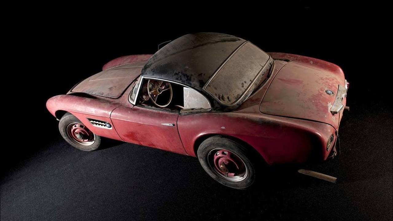 https://cdn.cnngreece.gr/media/news/2016/07/31/41234/photos/snapshot/1957-bmw-507-roadster-elvis-presley-22.jpg