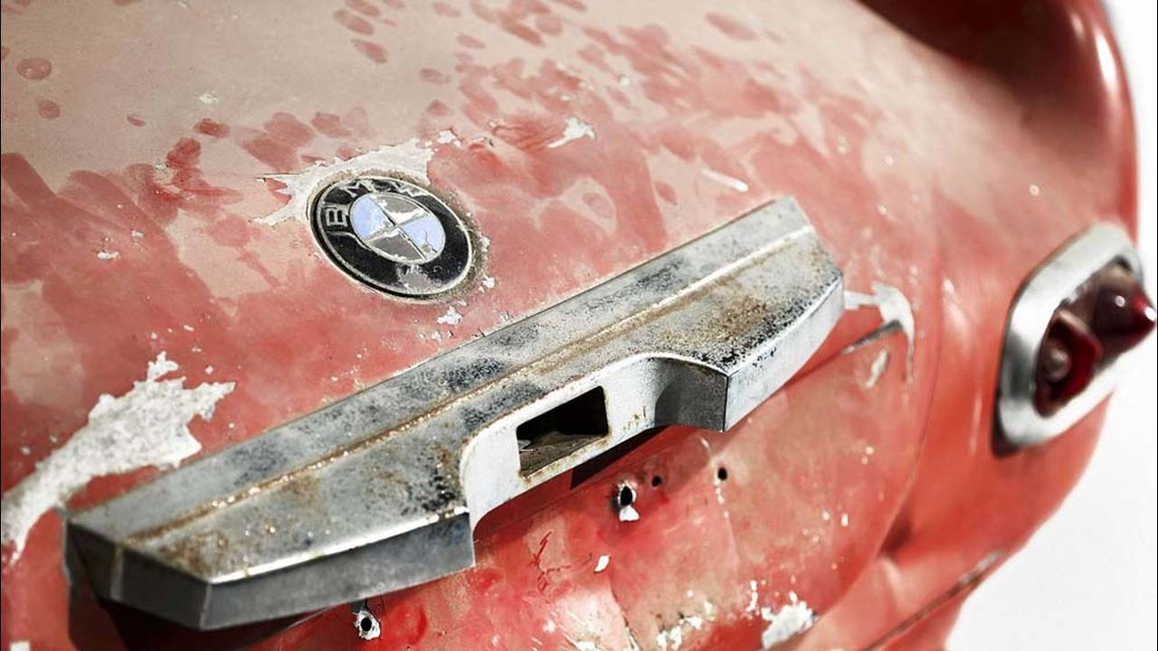 https://cdn.cnngreece.gr/media/news/2016/07/31/41234/photos/snapshot/1957-bmw-507-roadster-elvis-presley-26.jpg