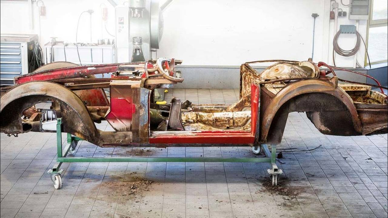 https://cdn.cnngreece.gr/media/news/2016/07/31/41234/photos/snapshot/1957-bmw-507-roadster-elvis-presley-27.jpg