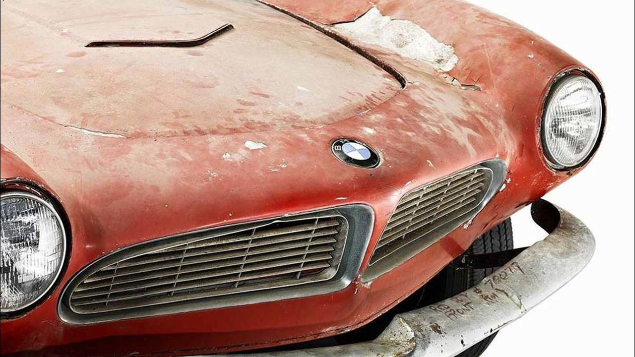 https://cdn.cnngreece.gr/media/news/2016/07/31/41234/photos/snapshot/1957-bmw-507-roadster-elvis-presley-31.jpg