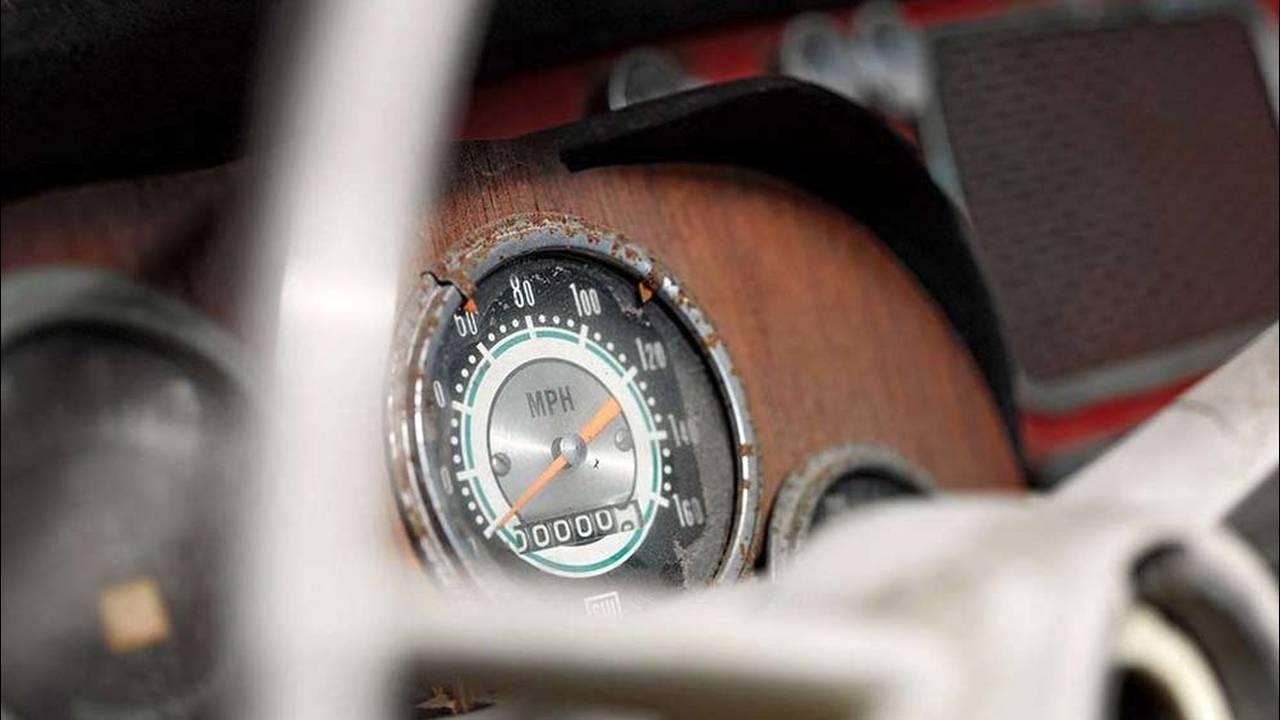 https://cdn.cnngreece.gr/media/news/2016/07/31/41234/photos/snapshot/1957-bmw-507-roadster-elvis-presley-32.jpg