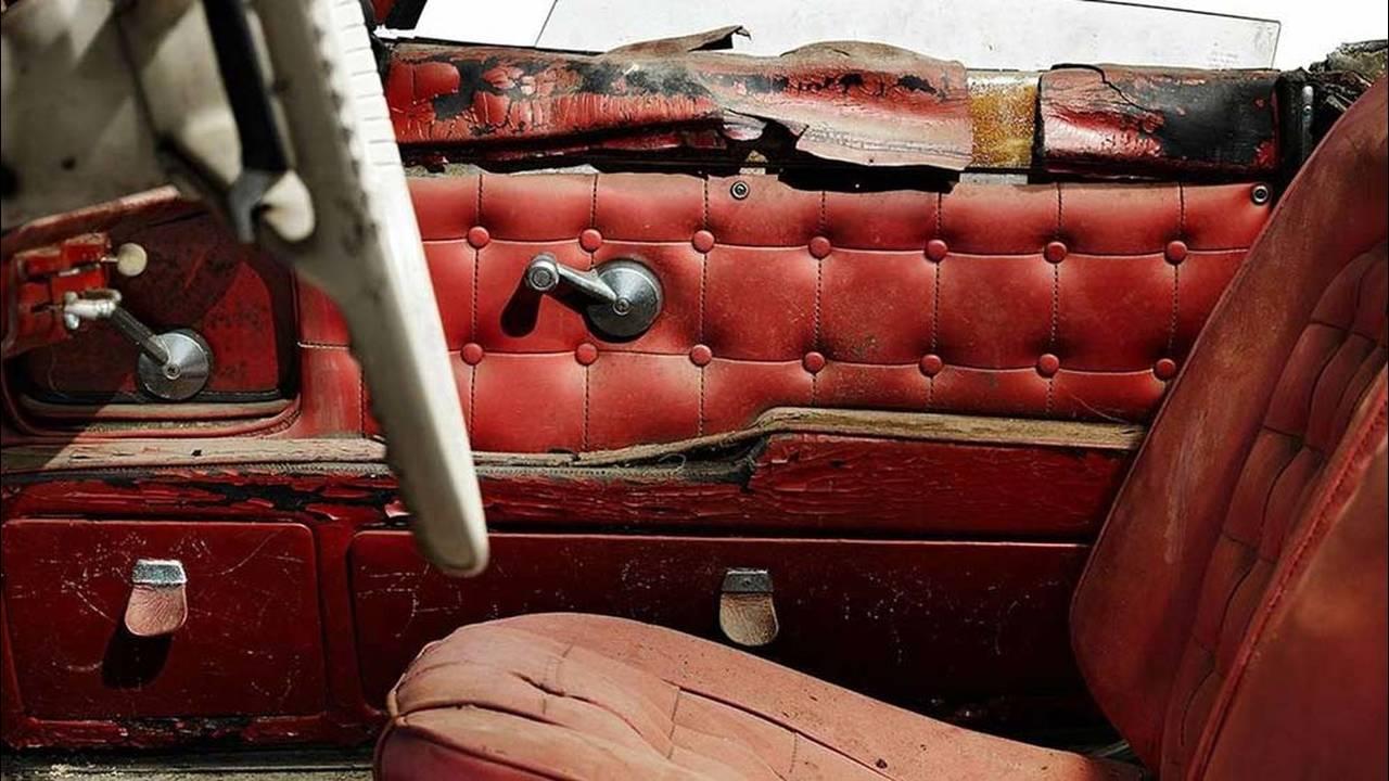 https://cdn.cnngreece.gr/media/news/2016/07/31/41234/photos/snapshot/1957-bmw-507-roadster-elvis-presley-33.jpg